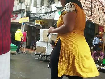 Bhubaneswar Aunty In Tight Leggings