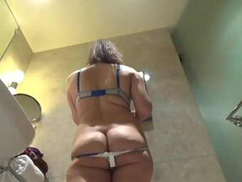 Spicy Desi MILF Naked For Sex