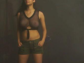 Shanaya Young Bollywood Indian Babe In Shorts Posing On Camera
