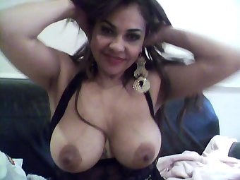 Big Tits Hot Indian Amateur Bhabhi On Cam